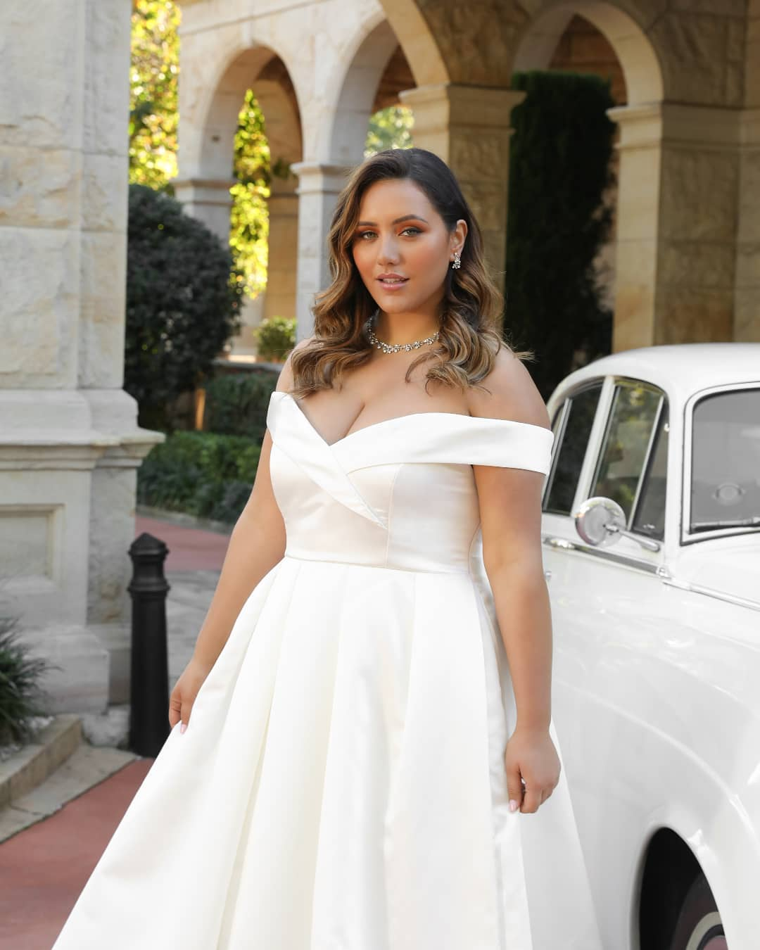 30 Perfect Plus Size Wedding Dresses And Bridal Gowns For Curvy Brides,Plus Size Long Sleeve Wedding Guest Dresses